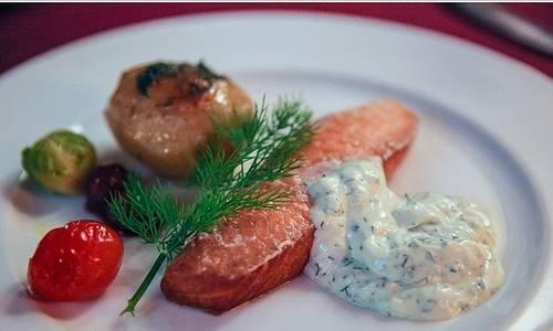胡桃木煙燻鮭魚