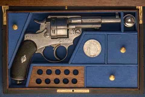 Coffret sur mesure 1873 Charlotte Vial armes de collection