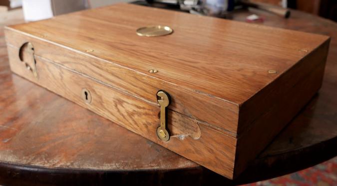Réplique de boite en chêne