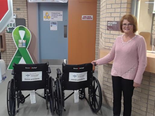 2 nouvelles chaises roulantes offertes par les Bénévoles de l'hôpital et du CHSLD d'Amos