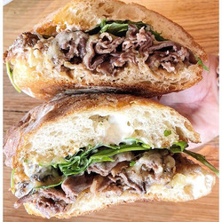 🇫🇷WAGYU FRENCH DIP🇫🇷 from _denver_brider is a serious lunch or dinner go-to 👌🏻.jpg
