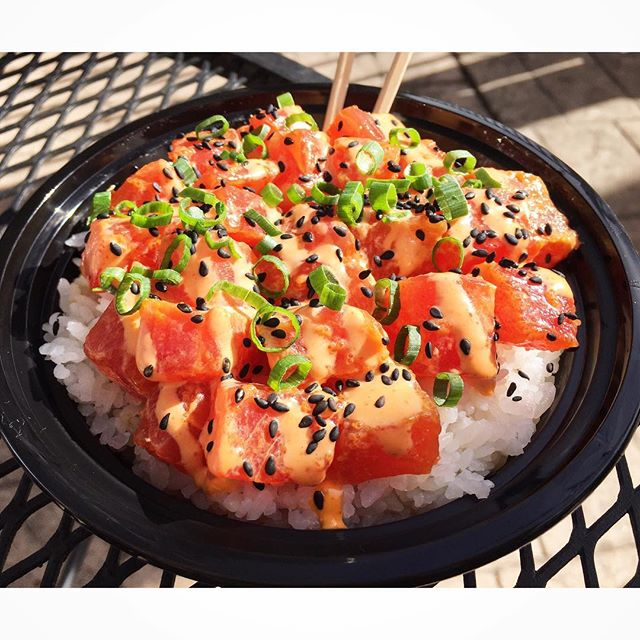 A perfect day for poké & patio with _denvernomz at _ohanadenver 🍚🌺🌊🌴_._._.jpg