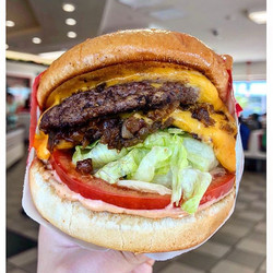 🍔MEATY MONDAYS🍔. Another edition of 🌎travel eats🌎 from Phoenix, AZ 🌵. I am a die-hard _innout f