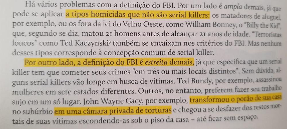 Harold Schechter, no livro Anatomia do Mal, problematizando a definição do FBI que citei acima. Ela não é perfeita, mas qualquer outra abriria muita margem para exceções