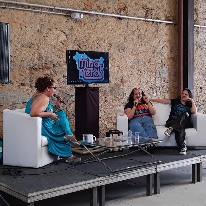 Na mesa do Minas Nerds com Flávia Saad e Danielle Lhoret
