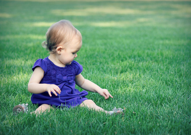 baby pictures girl columbia mo missouri grass dress candid