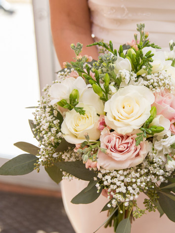 bouquet wedding bride columbia mo missouri photographer photography blush roses baby's breath wedding dress details ashland boonville fulton jefferson city
