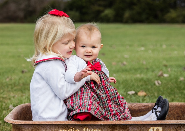 sisters kids family photographer photos columbia mo christmas mini session