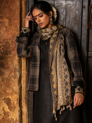A styled combination of Kurta, Jacket and Stole in Ajrakh and Checks