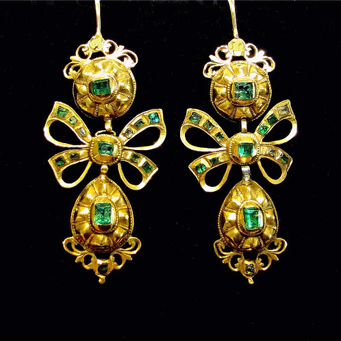 18th Century Spanish Baroque Emerald Drop Earrings