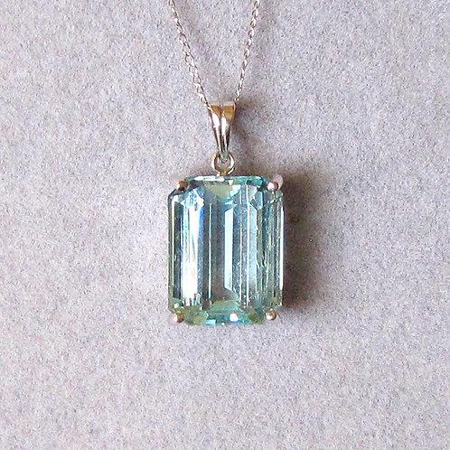 18K White Gold Emerald Cut Aquamarine Pendant