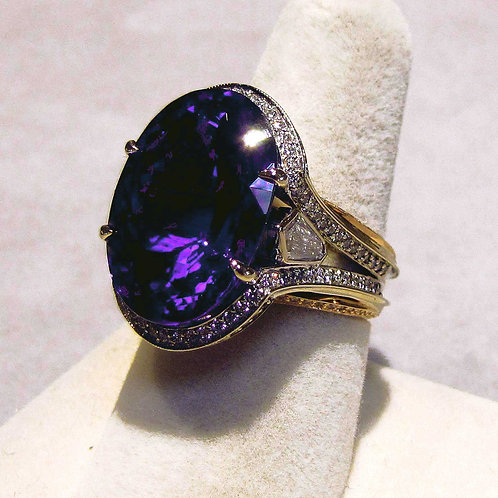 18K Very Fine Large Tanzanite and Diamond Ring