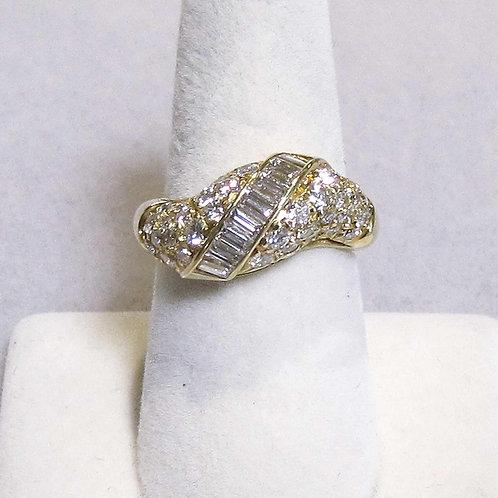 Wavy 18K Diamond Ring