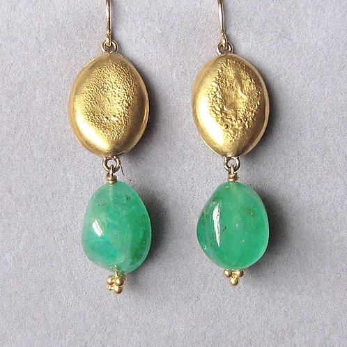 Polished Emerald Nugget Bead and Textured 18K Gold Bead Drop Earrings