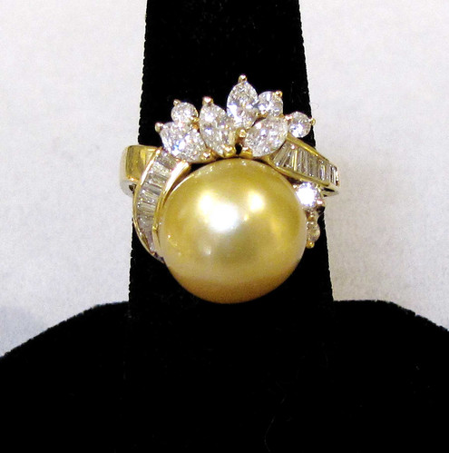 530c1271c 18K Golden South Sea Pearl and Diamond Ring