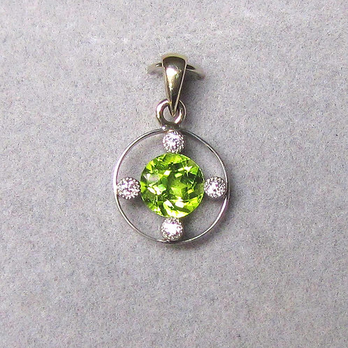 Antique Edwardian White Gold Peridot and Diamond Pendant