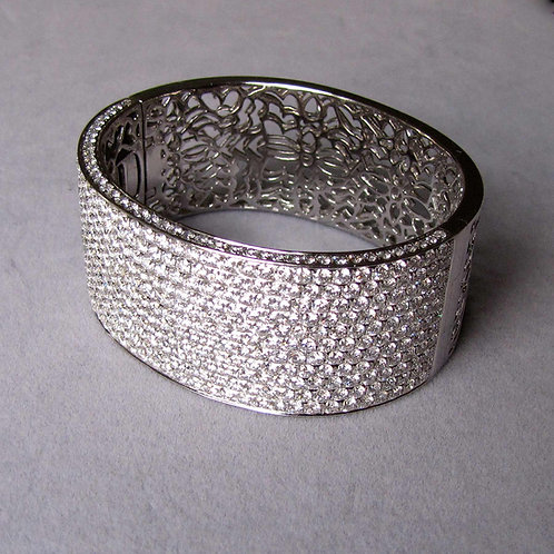 Spectacular Wide 18K White Gold and Pave Diamond Hinged Bangle Bracelet