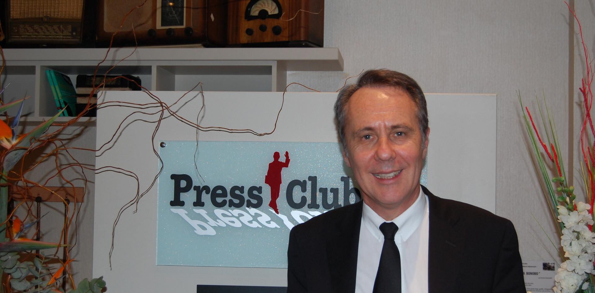 dominique paille au press club.JPG