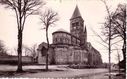 ST.-MENOUX--L'Eglise-vue-de-la-Place