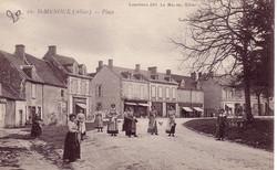 ST.-MENOUX-La-Place-de-l'Eglise