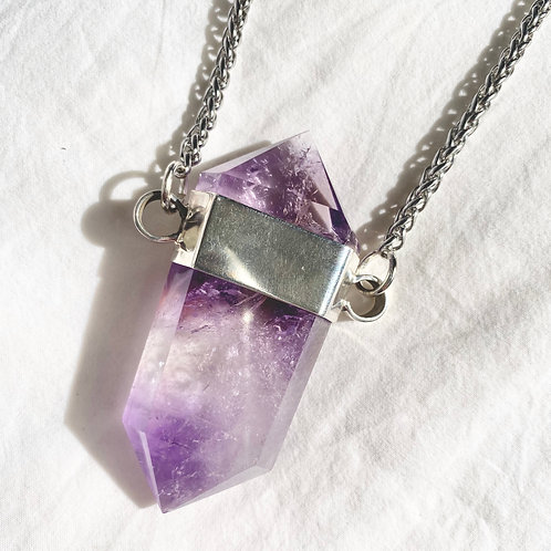 DOUBLE POINTED AMETHYST SET IN SILVER