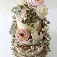 Rattan wreath wedding cake.