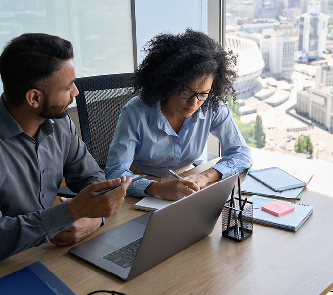 multiethnic-mentor-and-intern-employees-sitting-wi-6DUVBNN.jpg