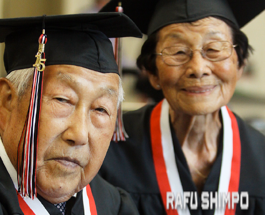The Kaiharas were students together at Tustin Union High School in 1942. (MARIO G. REYES/Rafu Shimpo)