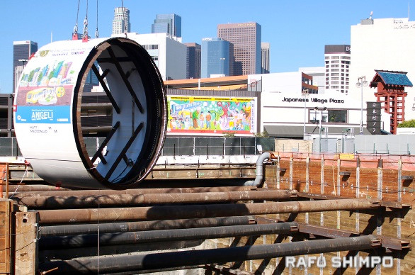 """""""Angeli,"""" a tunnel boring machine (TBM), is lowered into the Regional Connector construction site in Little Tokyo. (MARIO G. REYES/Rafu Shimpo)"""