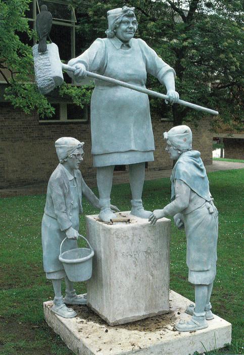 Monumental Sculpchar (fibreglass / wood)
