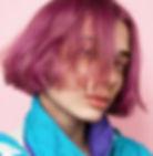 ファッショナブルな紫のショートヘア