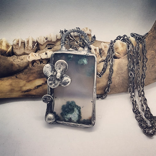 """Soldered Moss Agate with Flower Accent on 20"""" Chain"""