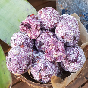 YUMMY RAW ENERGY BALLS