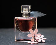 perfume-2142824_1920.jpg