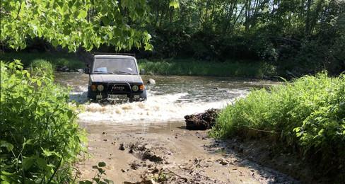 4x4 door de bossen en rivieren. U mag zelf rijden!
