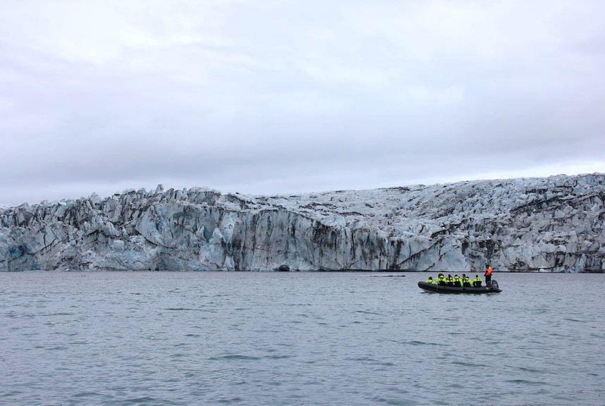 IJsland varen langs de gletsjer