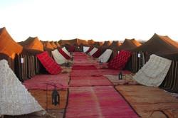 Overnachting in een Bedoeïenentent