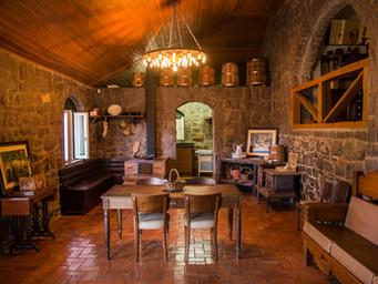 Nossa Casa de Pedra Mena Kaho