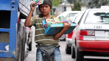 Niños trabajadores se la pasan en las calles.