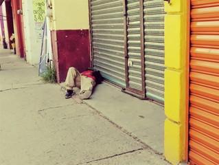 Así viven los indigentes en las calles del centro de León