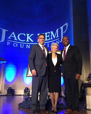 Tim-Scott-and-Kemp-family.jpg
