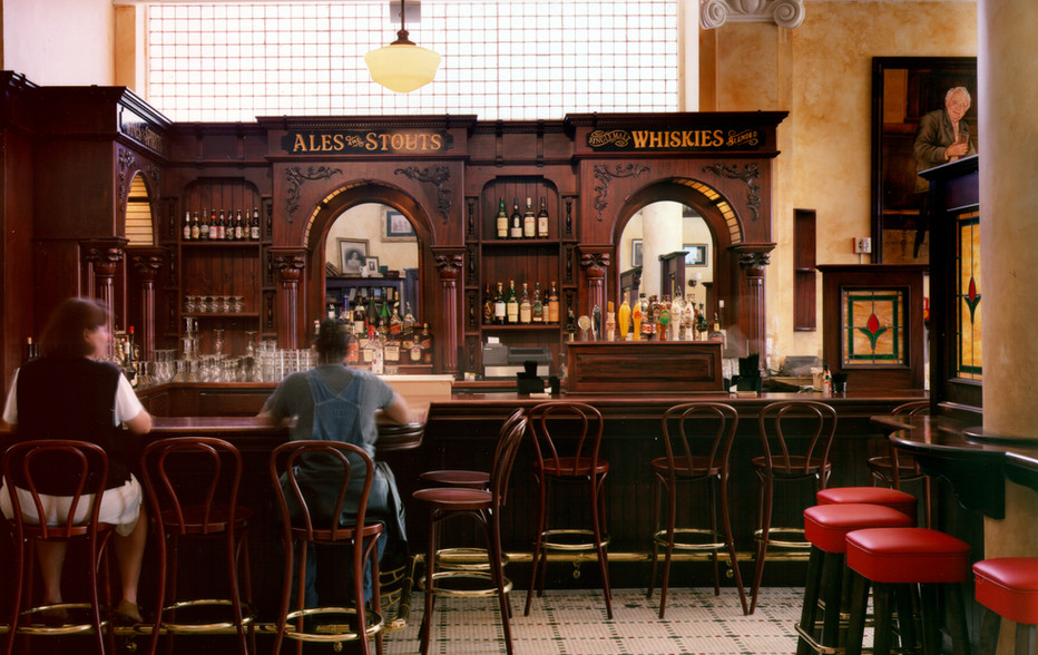 wallace-and-hinz-custom-residential-commercial-bar-company-made-in-usa--2-Foley's Bar.JPG