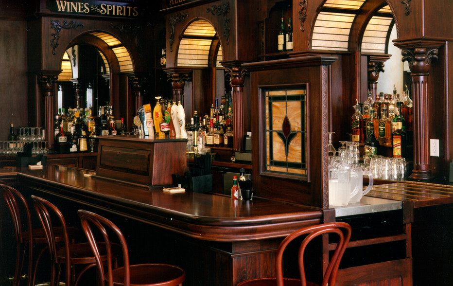 wallace-and-hinz-custom-residential-commercial-bar-company-made-in-usa--1-Foley's Bar Righ