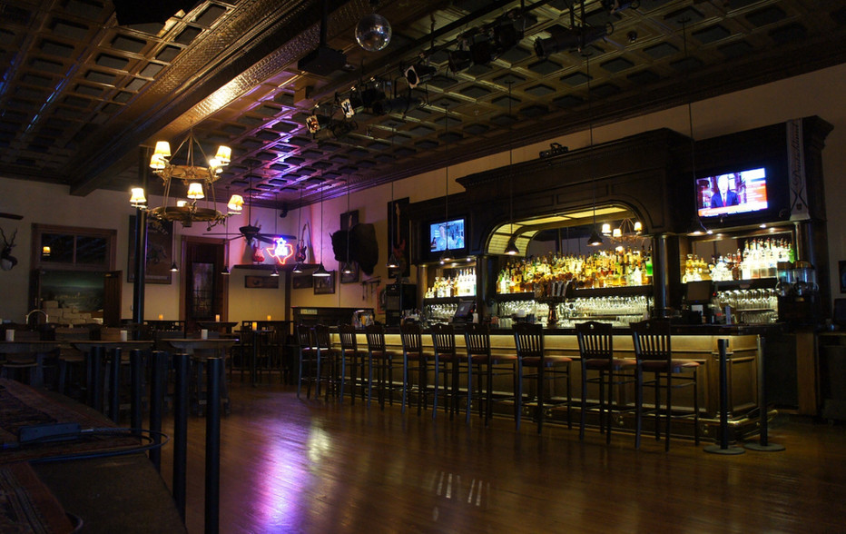 wallace-and-hinz-custom-residential-commercial-bar-company-made-in-usa-Crossroads 2018.jpg
