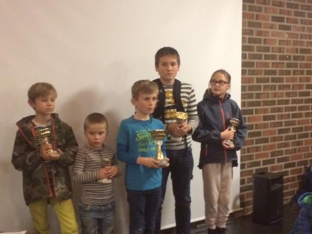 Topp 5 i nybegynnerklassen, med vinner Kasper Kleppe Tunge i midten