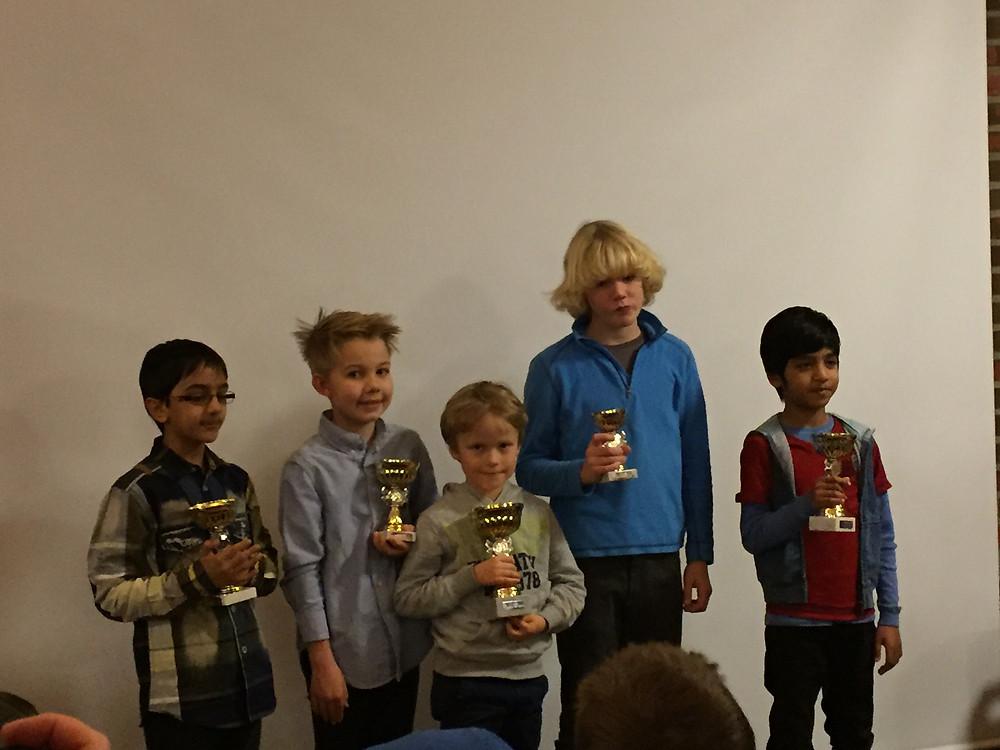 De fem Øverste i miniputtklassen, med 1.plassen Aksel Bu Kvaløy i midten