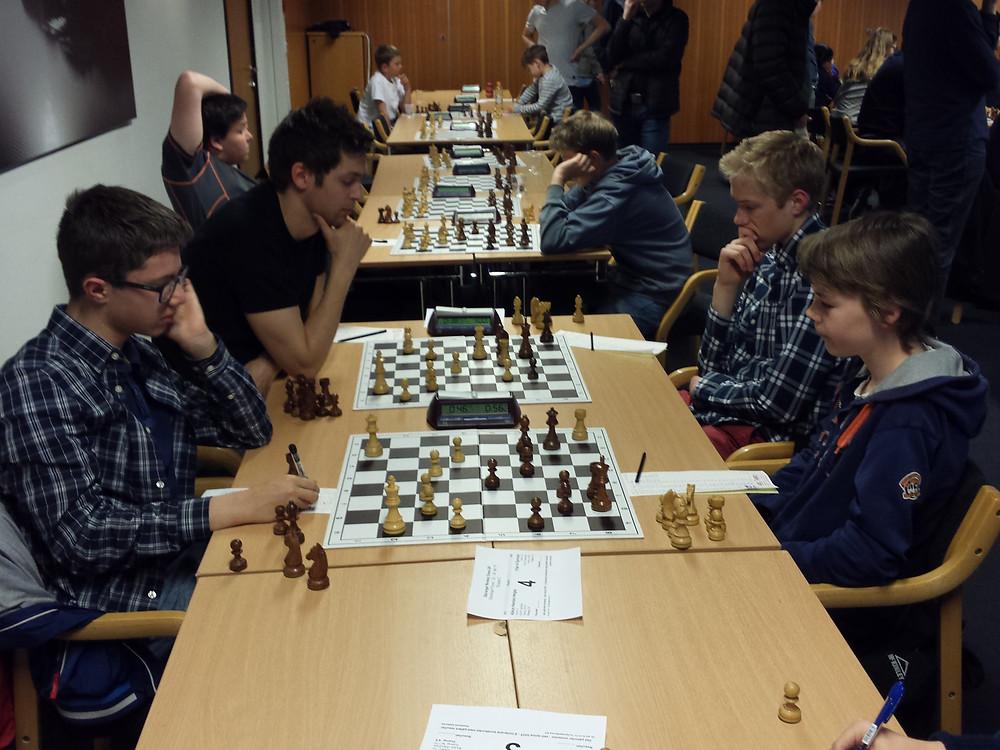 Viljar (fremme til høyre) ble beste spiller fra SSKU i klasse C