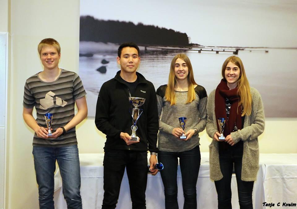 Stavanger 2 tok en meget sterk 2. plass i juniorklassen. Fra venstre: Erling, Alseit, Hanna og Marte.