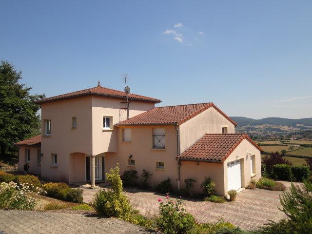 CLUNY : Point culminant, villa traditionnelle offrant un très joli cadre de vie.