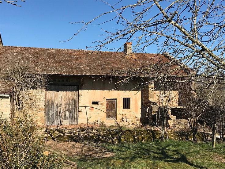 Proche CLUNY : Maison ancienne à réhabiliter entièrement.